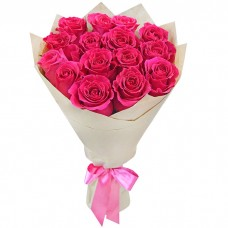Букет Розовые розы в крафте из 15 р...